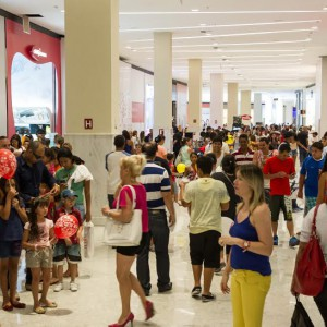 Shopping na entrada de Ceilândia promove Black Friday com descontos de até 70%